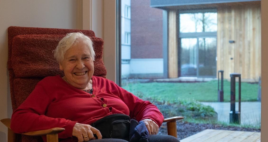 – Dette blir bra, jeg synes det er en fenomenal fin leilighet, sier 88-årige Randi Kvile Sickel - første beboer som flyttet inn i en av de 124 nye leilighetene i Diakonveien Omsorg+.